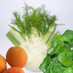 Fenchel, Aprikosen und Basilikumblätter